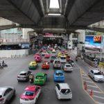 Bangkok und das Taxi am Flughafen oder Skytrain
