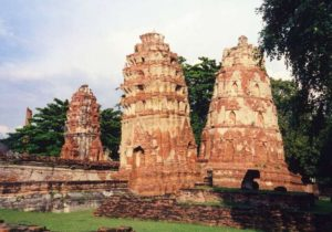 www.backpackerinsight.com_Ayutthaya_Wat_Mahatat