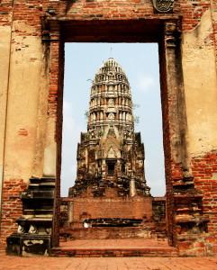 http://upload.wikimedia.org/wikipedia/commons/d/d7/Wat_Ratchaburana_%28Ayutthaya%29.jpg/