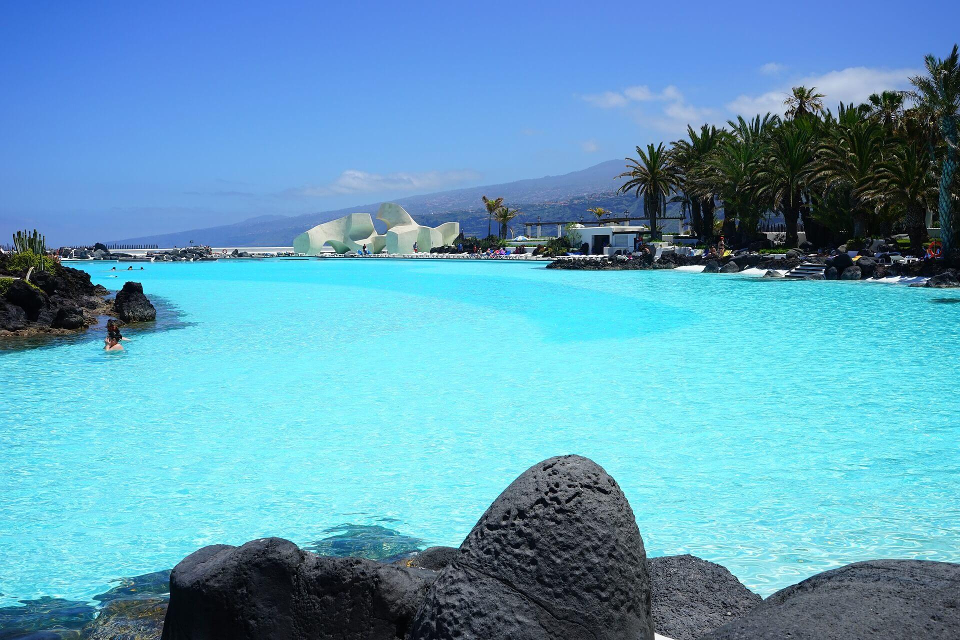 Blick auf Pool vom Ferienhaus